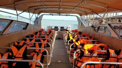 เรือสปีดโบท ลมหลักคีริน  เรือสปีดโบท ลมหลักคีริน (Speedboat lomlakkhirin)